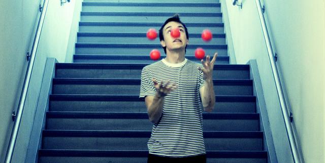 Il faut maîtriser 8 habiletés pour lire. Crédit photo : Flickr : Gabriel Rojas Hruska Five Salty Balls