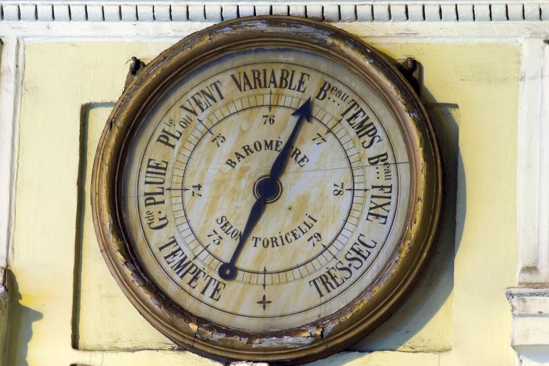 Baromètre à l'angle de la rue Duphot et de la rue Saint-Honoré à Paris